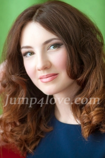 Ukrainian girl Alena,29 years old with green eyes and light brown hair. Alena